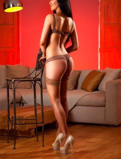 Uk sumissive escorts London Submissive Escort GFE Kinky Luxury Companion-Louisa Knight